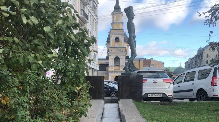 «Водоканалу» петербуржцы помогли обнаружить мусор в фонтане