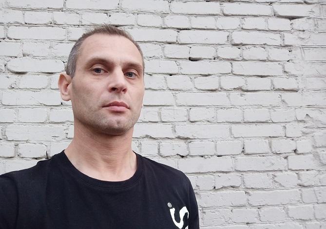 Алкоревизоры с бутылками в Петербурге с тоской смотрят в широко закрытые глаза полиции