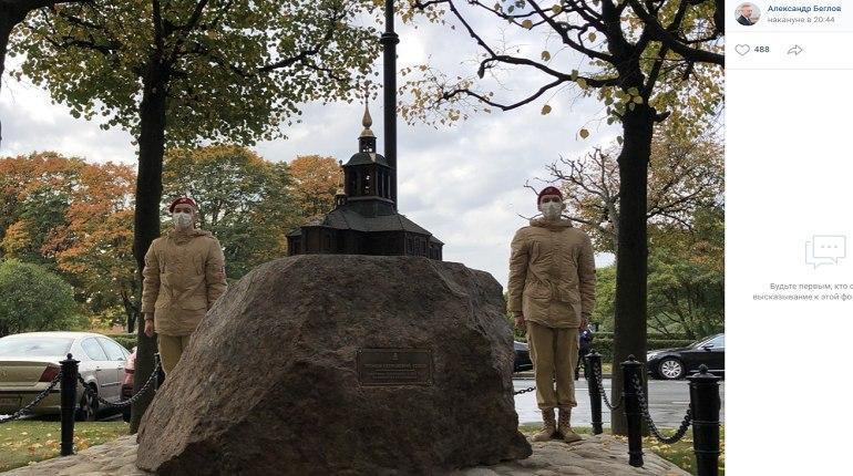 В Петербурге установили памятник пережившему революцию Троице-Петровскому собору