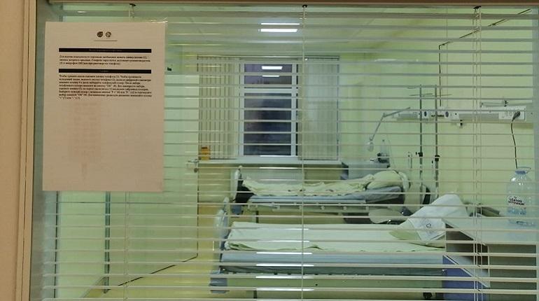 Больше 8 тысяч петербуржцев госпитализировали с COVID-19 в праздники