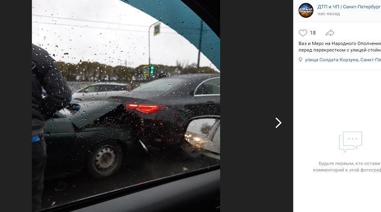 На проспекте Народного Ополчения два авто угодили в ДТП