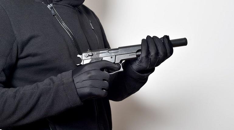 Разбойник с пистолетом напал на павильон на Свободы