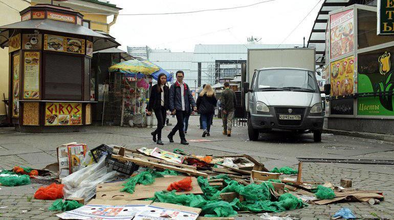 Ларьки с арбузами вместо прессы прикроют в Петербурге