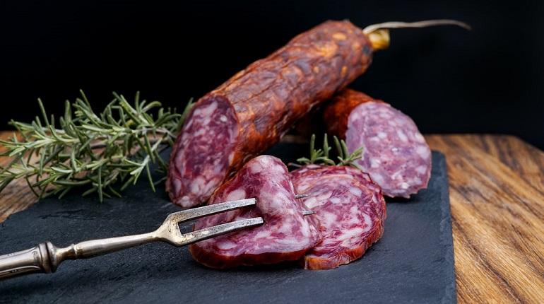 Колбасу назвали виновницей сердечных заболеваний и диабета