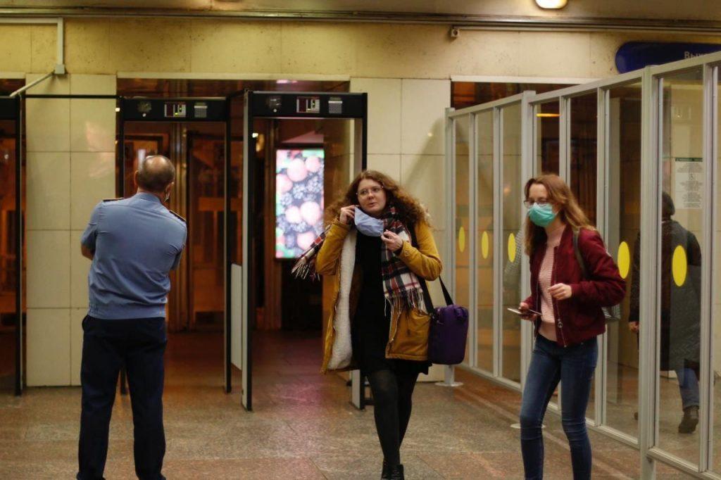 Петербургское метро заявило об отсутствии масочных скандалов