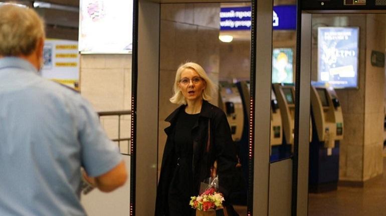 Фоторепортаж «Мойки78»: недействующий масочный режим в метро Петербурга