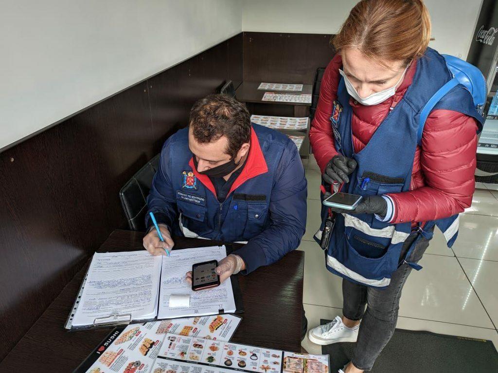 В Петербурге с начала года за нарушение ограничений оштрафовали 16 заведений общепита