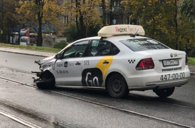 ДТП с такси на проспекте Энгельса собрало серьезную пробку
