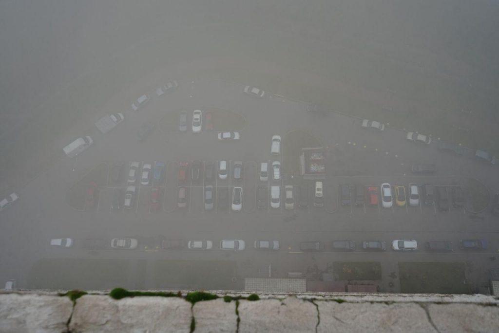 МЧС предупредило о тумане и гололедице в Ленобласти