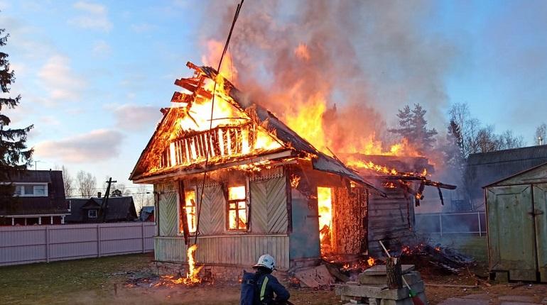 В Горках под утро загорелся частный дом