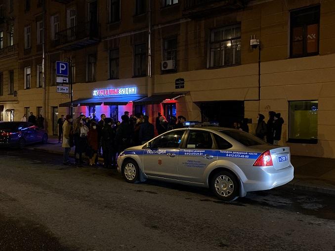 Разочарованные Смольным активисты обратятся к Колокольцеву, чтобы очистить Рубинштейна от баров