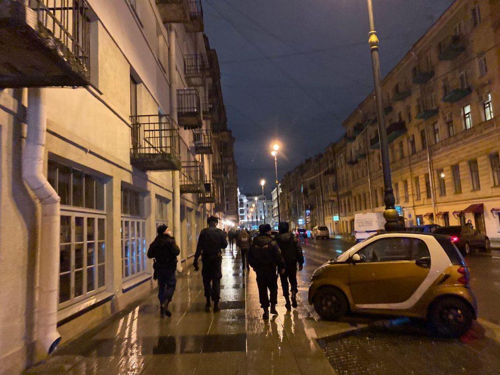 На улице Рубинштейна появится платная парковка на 104 машины