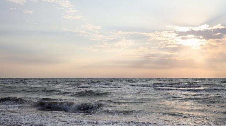 Пограничники нашли в Каспийском море катер с туристами из Петербурга