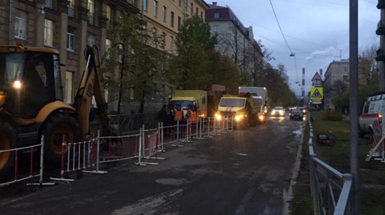 На улице Шевченко после прорыва трубы частично открыли движение