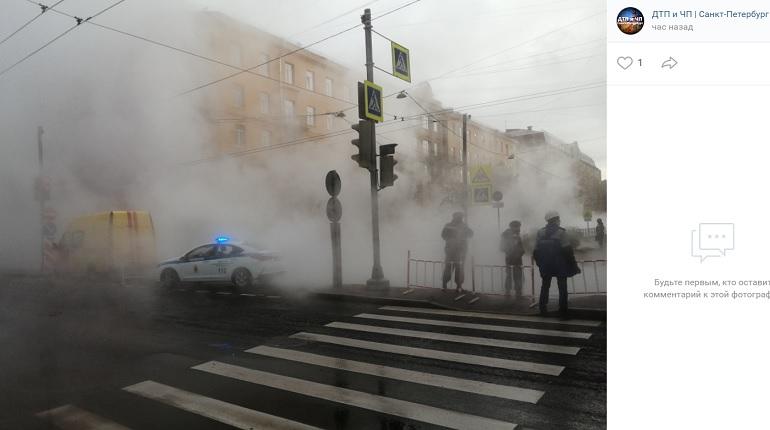 Улицу Шевченко заволокло паром из-за прорыва трубы — на месте «Теплосеть»
