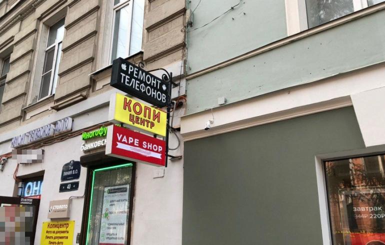 Беглов разрешил аптекам и магазинам вывески на козырьках