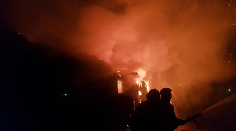 В Сусанино потушили горящий дом на площади 150 «квадратов»