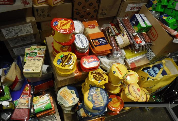 Таможенники изъяли на рынке Выборга 73 килограмма товаров из Европы