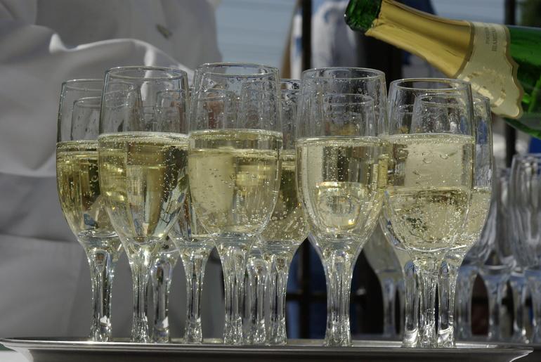 Шампанское, водка и коньяк вырастут в цене с 1 января