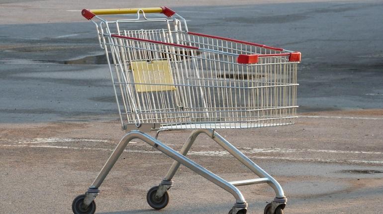 Петербуржцы скупают дешевеющие маргарин, сосиски и сардельки