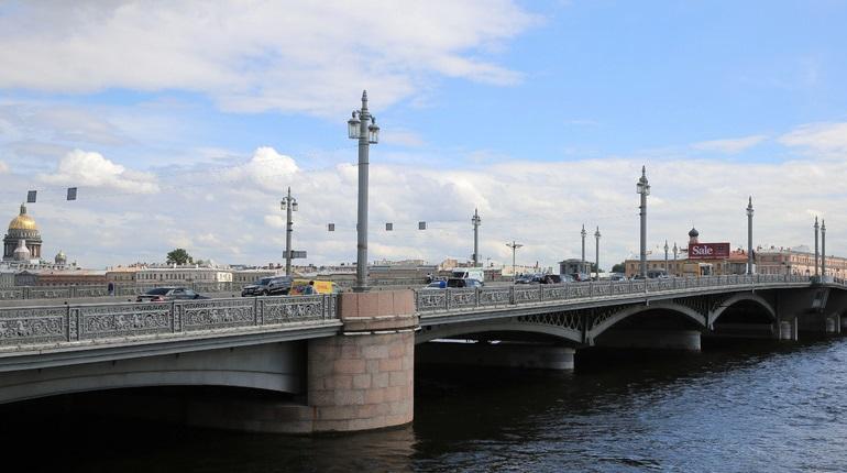 Для автобусов в субботу из-за дня туризма закроют Благовещенский и Дворцовый мосты