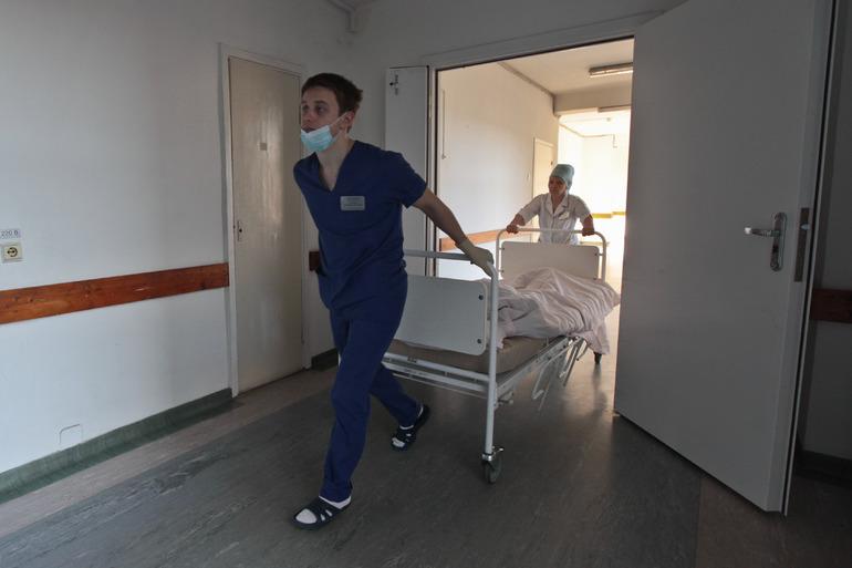 Заболеваемость коронавирусом в Петербурге снизилась до ноябрьских цифр