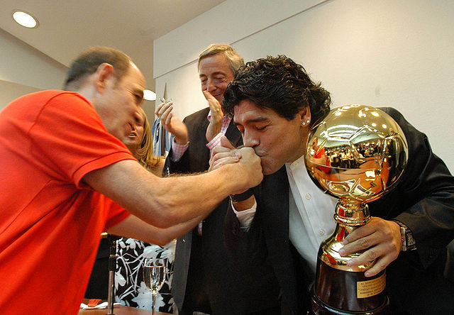 Марадона перенес операцию на головном мозге