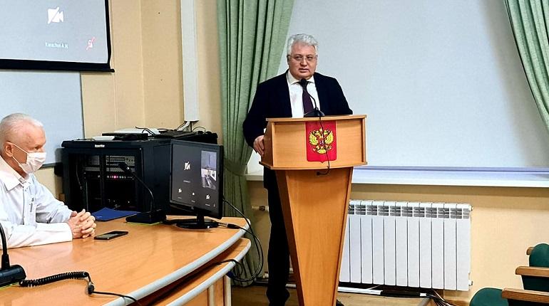 Эргашев подал петербуржцам пример, сняв маску в Заксобрании