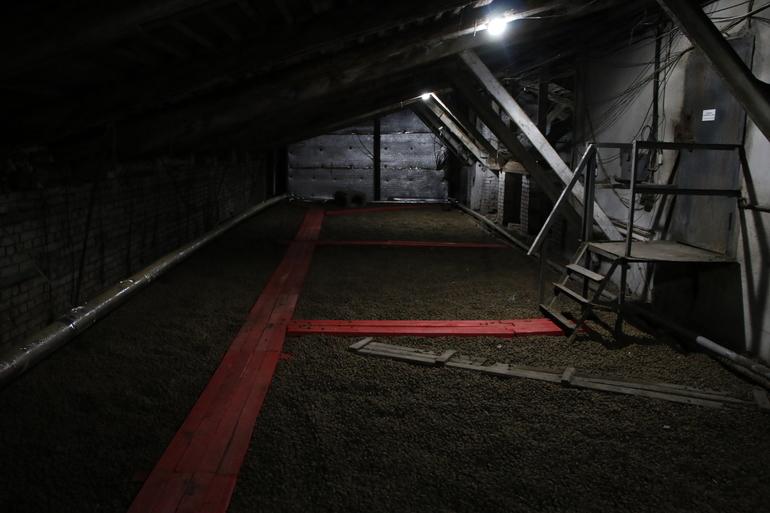 На чердаке дома в Моравском переулке найдены два трупа, рядом — следы порошка