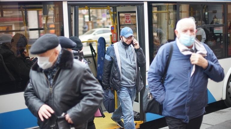 Стало известно сколько петербуржцев ходят на работу простуженными