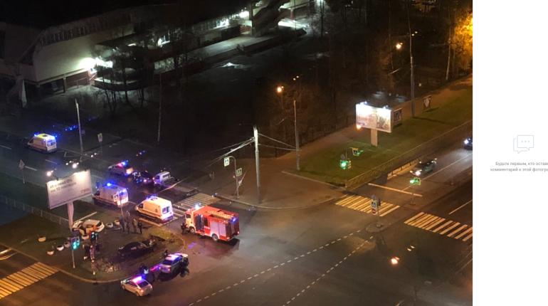 Полиция проверяет ДТП с каршеринго и пострадавшими на Сизова