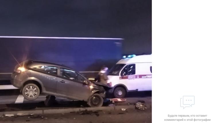 Жесткая авария случилась ночью на Октябрьской набережной