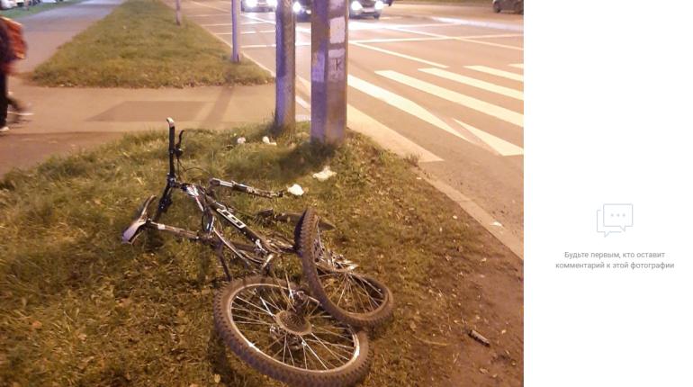 Mercedes сбил велосипедиста на проспекте Просвещения