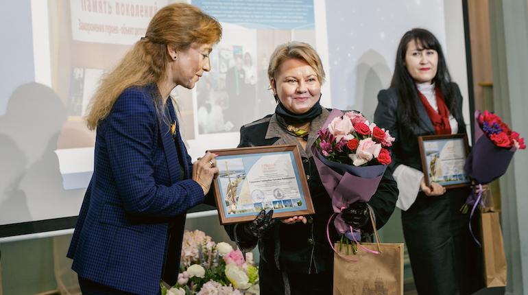 Петербургские учителя получили награду «За нравственный подвиг учителя»