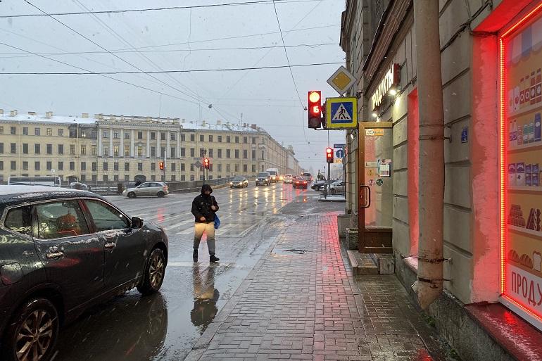 Петербуржцы поделились фотографиями снежной бури, накрывшей Северную столицу
