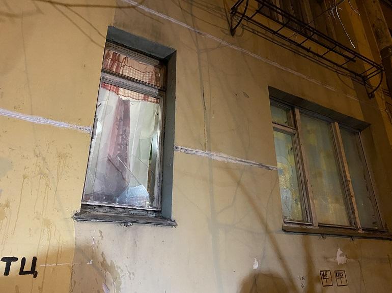 Мужчина несколько часов в Колпино держал сыновей в заложниках: фоторепортаж Мойки78
