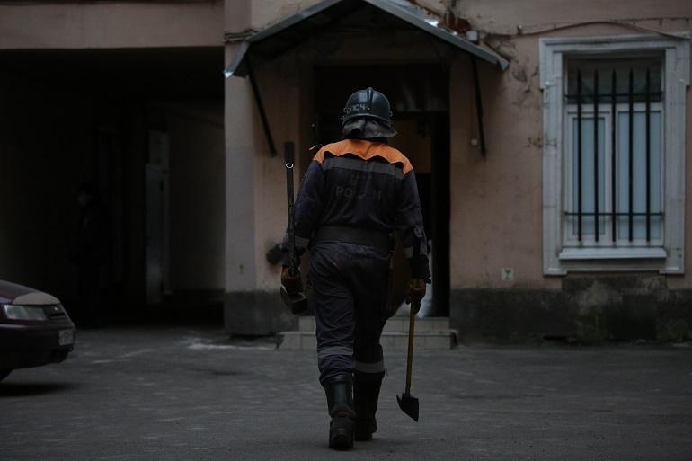 В доме на Васильевском рухнул чердак: фоторепортаж Мойки78
