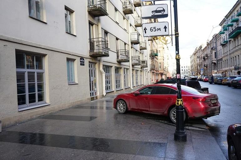 Эксперт выразил сомнения насчет эффективности запуска паркшеринга в Петербурге
