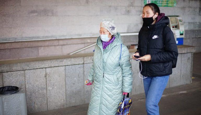 Самоизоляция для пожилых в Петербурге не работает: фоторепортаж Мойки78