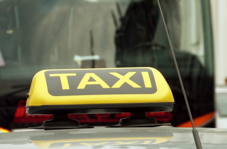 В Петербурге ищут Uber, в котором оставила удостоверение сотрудница ФСБ