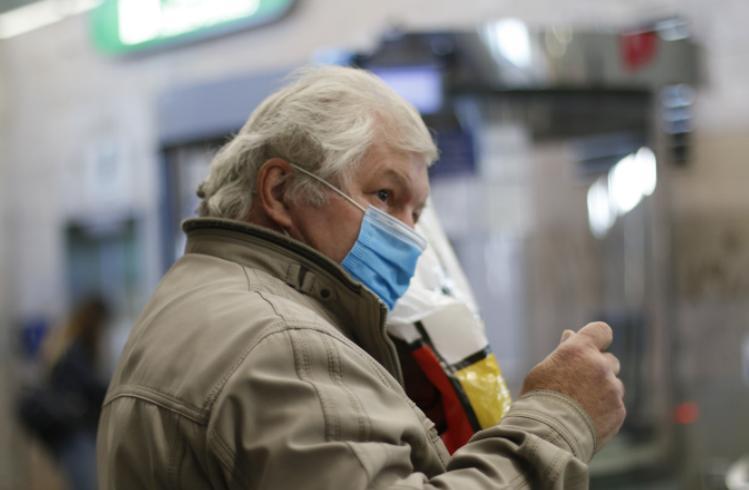 Роспотребнадзор: ожидать скорой отмены масочного режима в Петербурге не стоит