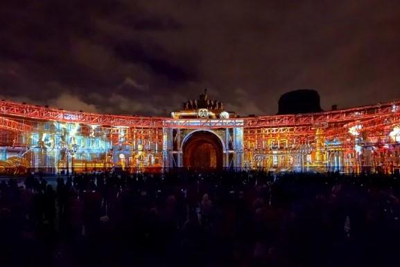 В Дни Эрмитажа петербуржцам покажут световой спектакль в 3D формате