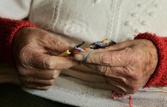 Роспотребнадзор нашел COVID-19  почти у 40 человек в доме престарелых в Песочном