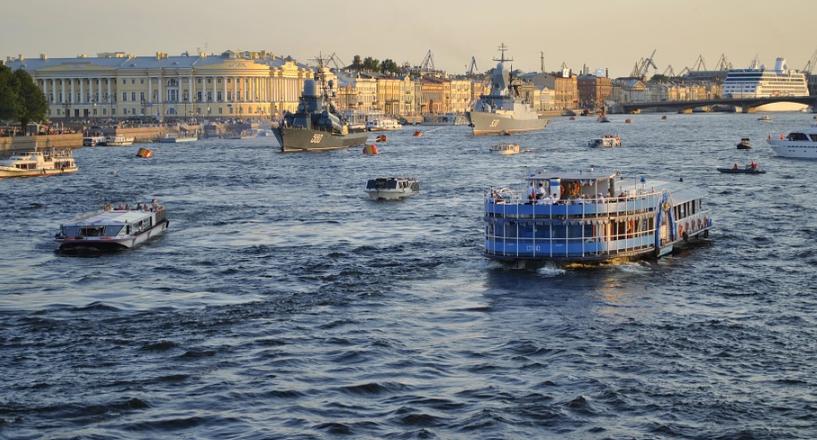На дне реки Невы нашли древнее затонувшее судно