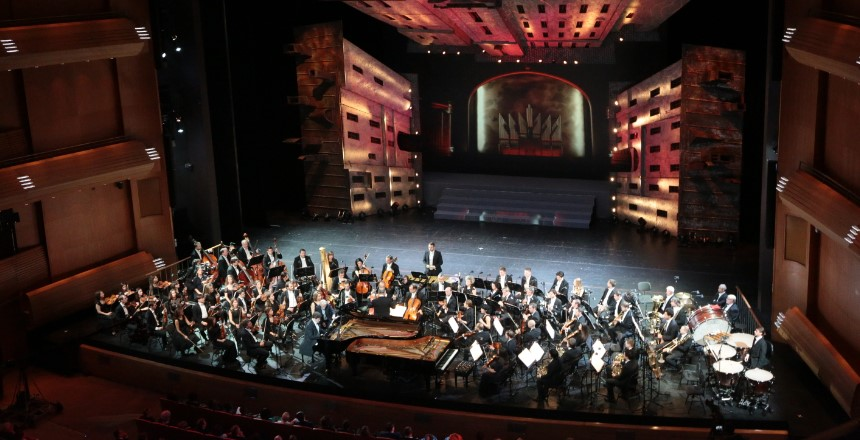 Выручка театров Петербурга с начала сезона уменьшилась на 60%