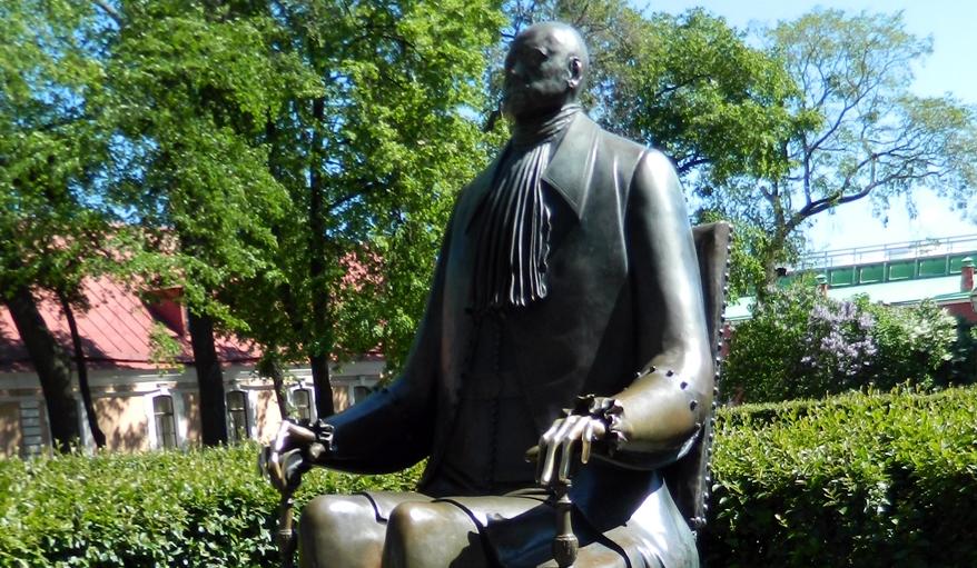 Скульптор Макушкин назвал памятник Петру I частью Петропавловской крепости