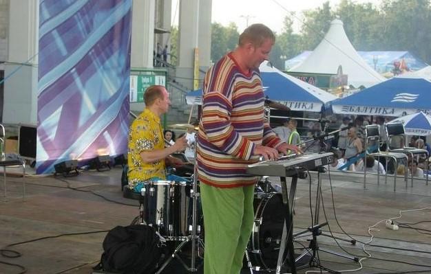 Ушел из жизни клавишник группы «Дюна» Андрей Апухтин