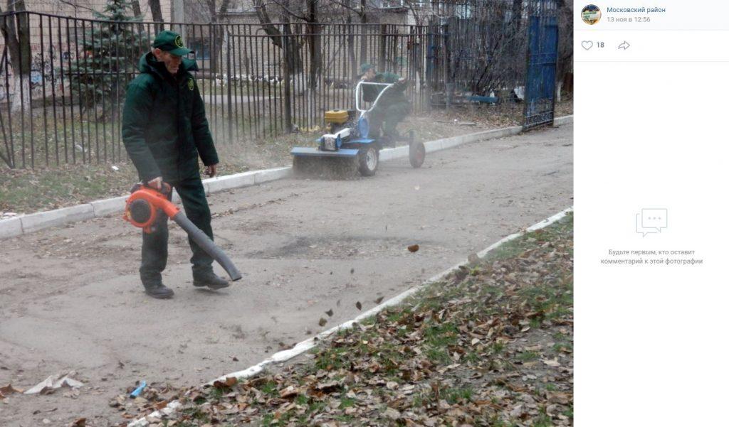 Петербуржцы со всех районов жалуются на громкую уборку листьев воздуходувками