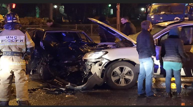 Авария на Шлиссельбургском проспекте остановила трамваи