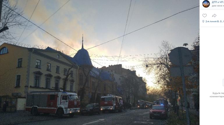 На Васильевском задымился особняк и контора Форостовского
